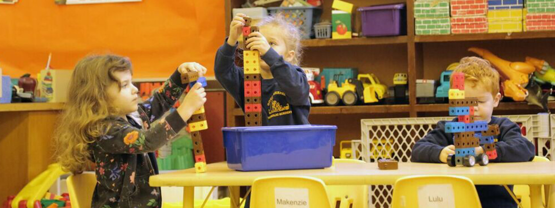 students playing with blocks